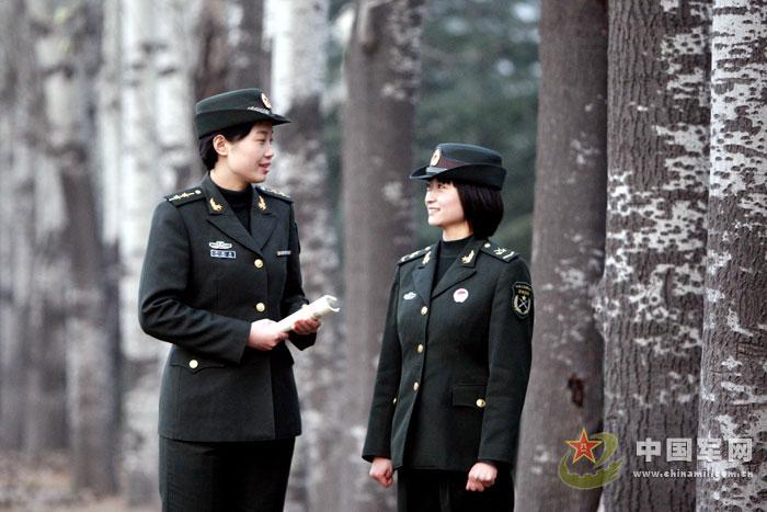 """""""最美女兵""""任增芳军营学习生活剪影"""