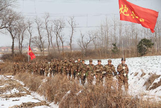 部队冬季拉练宣传展板